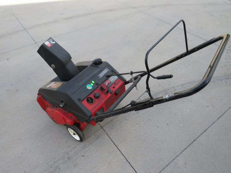 MTD  4.5/21 electric start two-cycle snowblower - powers up