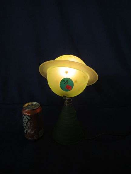 Vintage glass Saturn lamp - works but has a crack in the glass