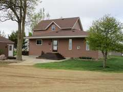 Country Home & Acreage Near Elkton, South Dakota