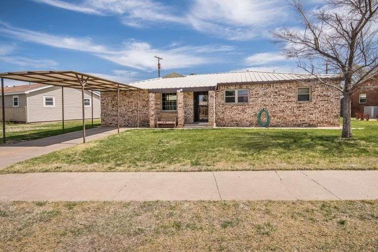 Spearman Texas Home with Pool & Shop!