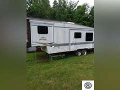 5th Wheel camper, has two pull outs.  Needs some cosmetic work, inside is still in good condition.