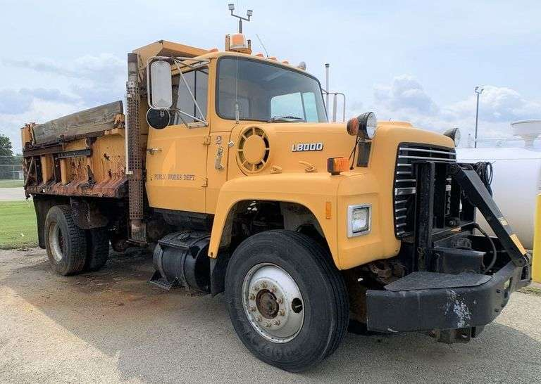 (1) 1988 FORD DUMP TRUCK located in NEW CASTLE, PA