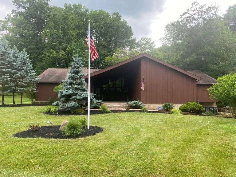 Canfield Contemporary Multi-Level 5BR 4700sf Home. 25 CAMELOT CT, CANFIELD, OH