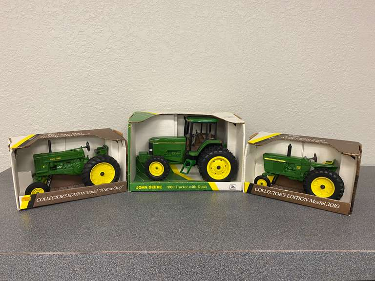 ONLINE John Deere Toy Tractor Collection Auction - Hoffman