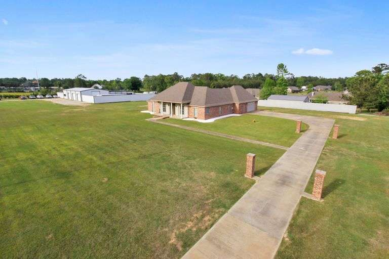 Home & Corner Lot For Sale in Woodworth, LA at Auction