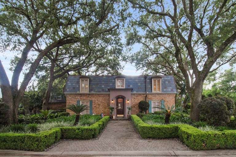 Home For Sale at Auction in Gretna, LA