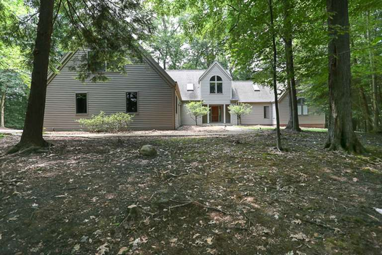 BIDDING CLOSED! 8/22/2018 - Total Contract Price $310,750 - 4 Bed, 5.9 Acres - 5700 Clingan Rd. Struthers & Poland Twp. OH