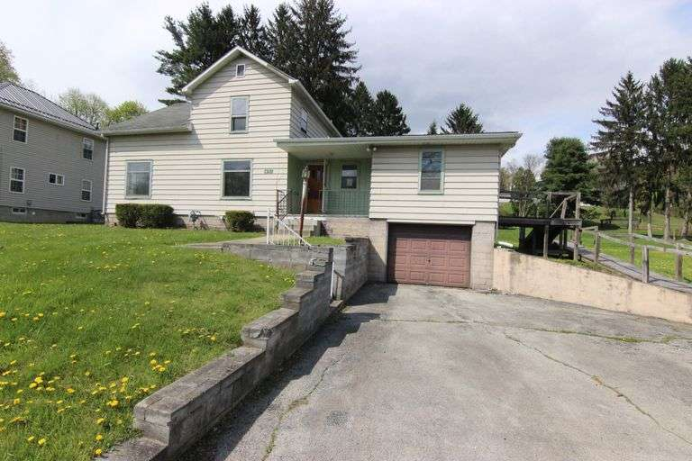 Upcoming Online Court Ordered Foreclosure Auction: 3 Bed, 2 Bath, 1650 SF Home - 451 Empire St. Leetonia - Columbiana County