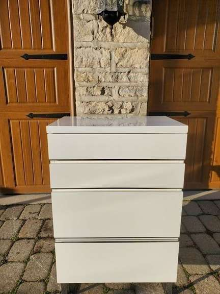 Red Apple High Gloss White Dresser w/ 4 Drawers