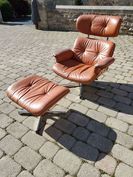 Leather Chair w/ Foot Stool