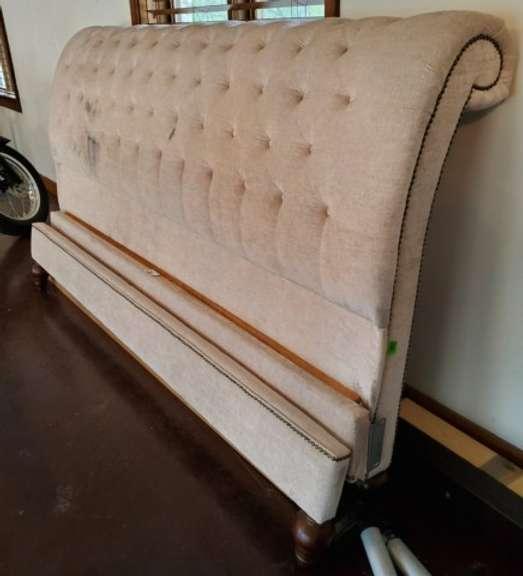 Victorian Cream Queen Size Bed