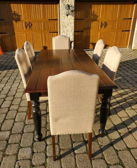 Dining Room Table w/ 6 Matching Chairs