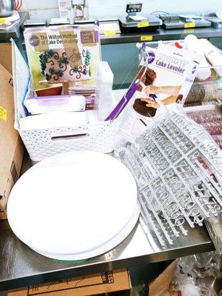 The Wilton Cake Decorating Kit & Cake Leveler