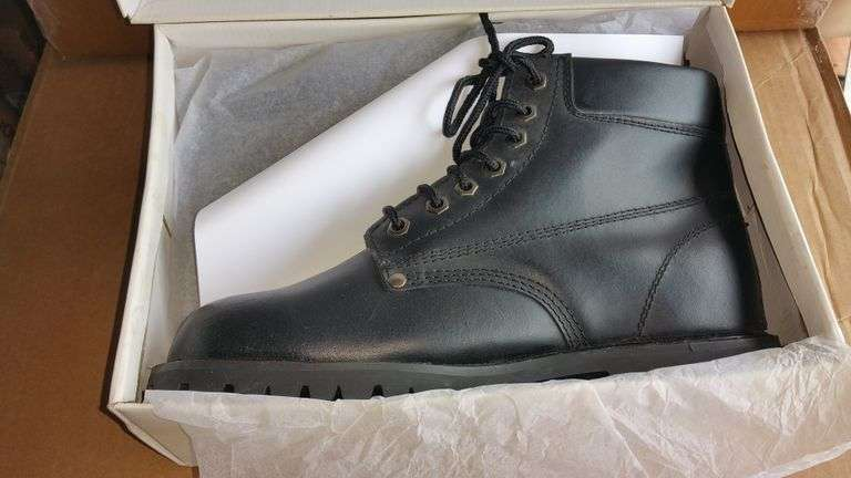 BLACK WORK BOOTS SIZE 11
