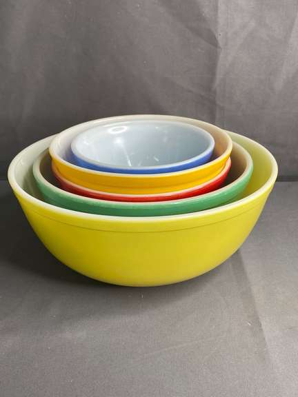 Vintage Pyrex primary colored nesting bowls