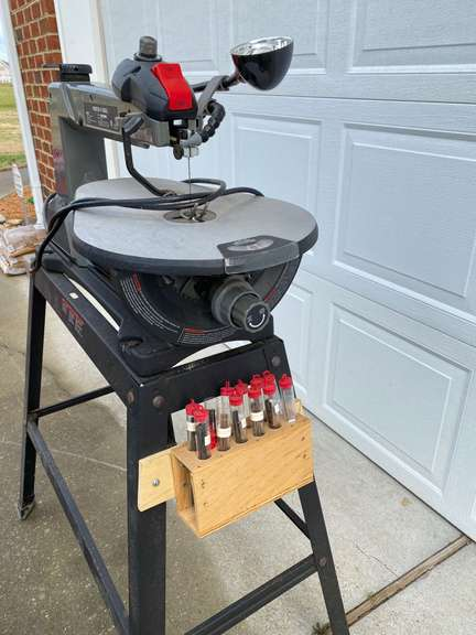 Porter Cable PCB370SS Variable Speed Scroll Saw, powers on
