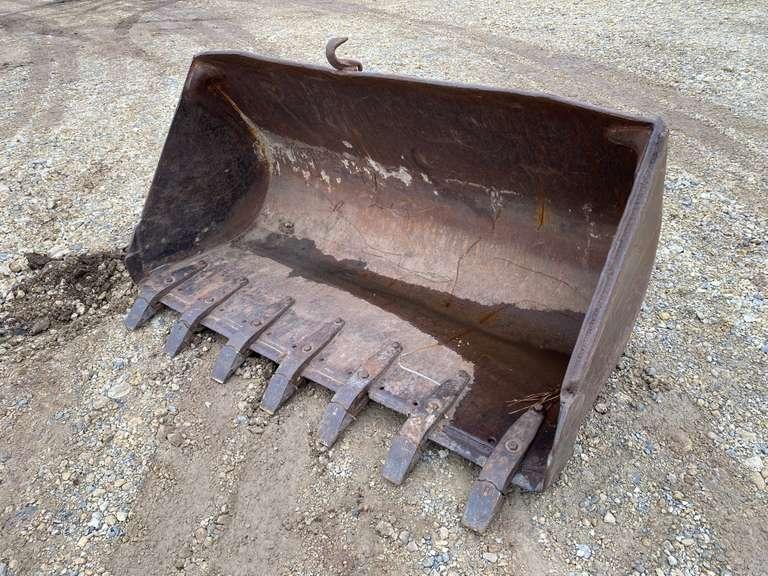 "69"" Case Loader Bucket"