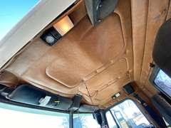 2000 Freightliner FLD112 Tandem Axle Semi
