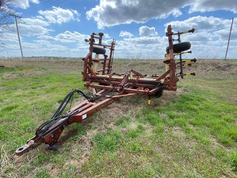 Krause 2320 26' Hydraulic Folding Chisel Attachment