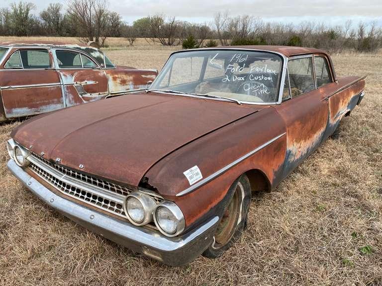 1961 Ford Fairlane 2 Door Custom