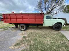 1960 Ford F-600 Grain Truck w/ 16' Hydraulic Bed & Grain Auger