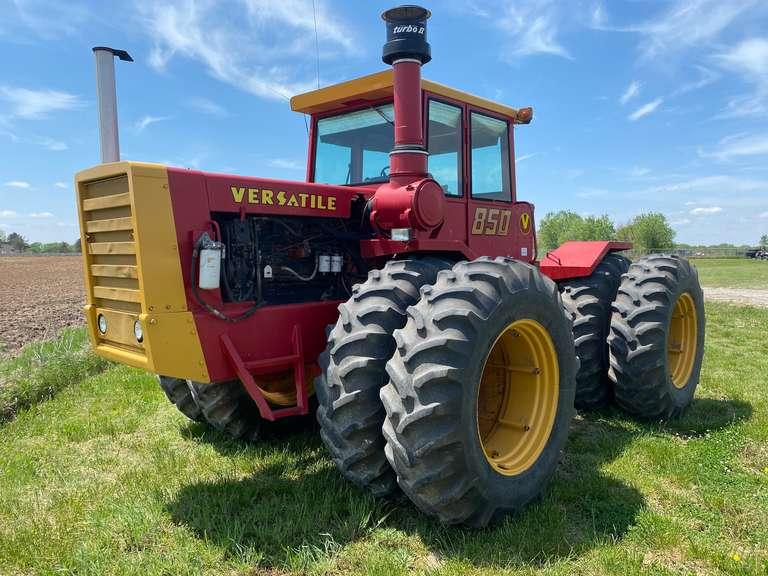 1977 Versatile 850 Tractor