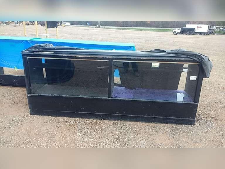 WODDEN/GLASS DISPLAY CASE W/ INTERIOR SHELVING, GLASS TOP &