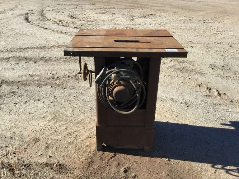 WALKER TURNER  TABLE SAW ELECTRIC