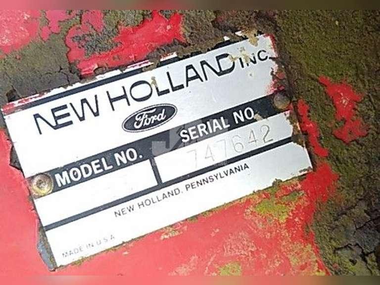 NEW HOLLAND  ROUND BALER 853 SN: 747642