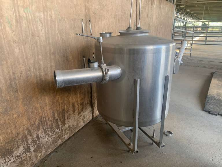"SOLD......SOLD......4"" Receiver Group - Double 32 Parallel Parlor  2.5' X 2' Receiver (1 Year Old)  4"" Stainless Low Line (27"" Center)  Located in Cordele, GA  Priced at $5000 at the dairy  For more information contact: Clay Papoi 517-526-1917"