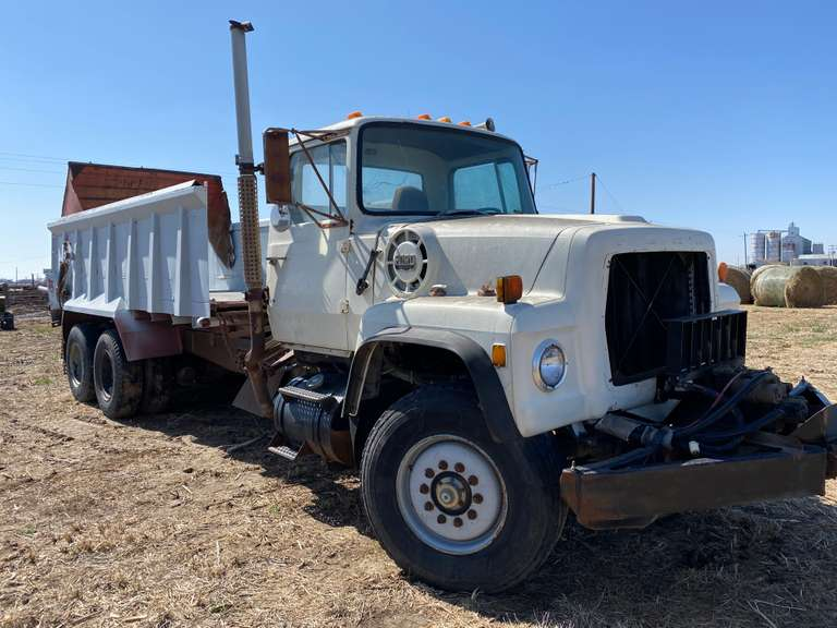 Ford 9000 Truck with XD-18 spreader box