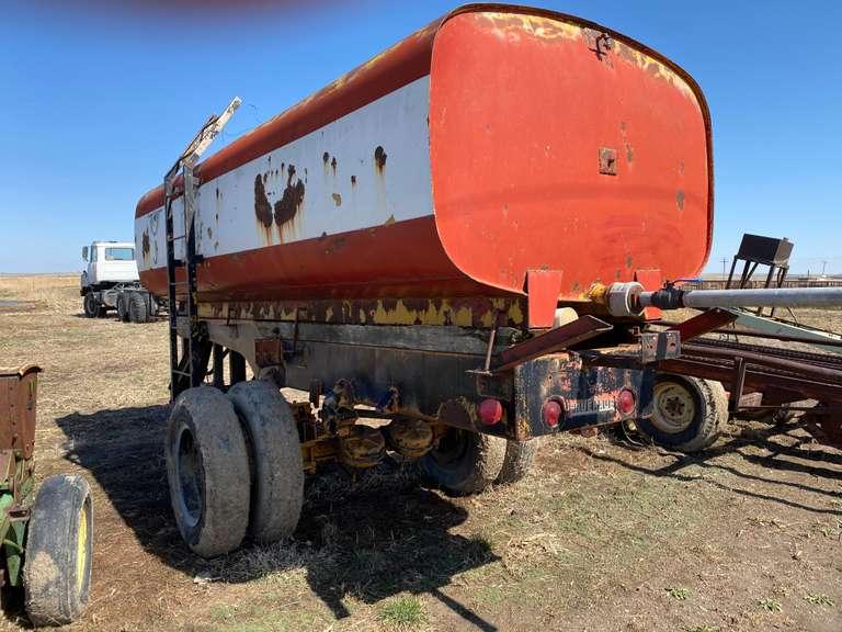 Water tank trailer Approx. 1,000 gal.
