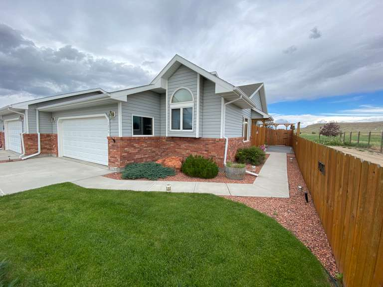 Ruhl Townhouse 1244 33rd Street Cody, WY --UNDER CONTRACT