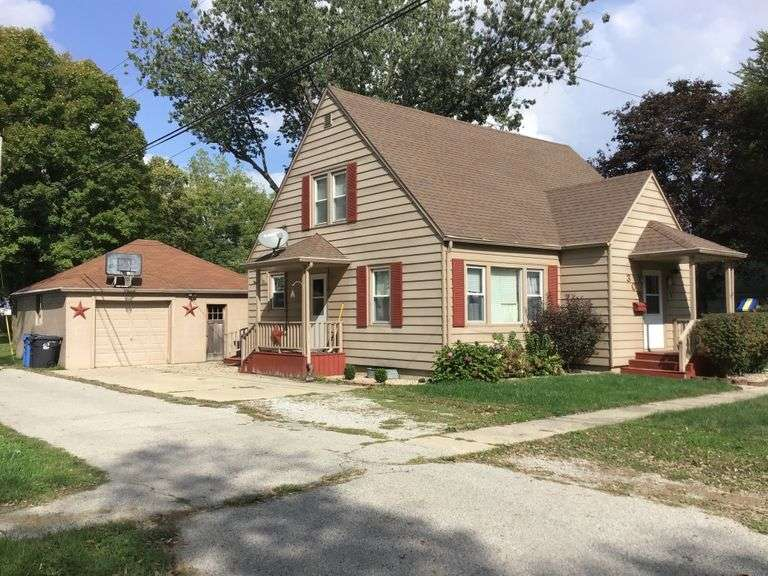 1.5 STORY HOME WITH 1-CAR DETACHED GARAGE-TOYS-LONGABERGER-PRIMITIVES-CROCKS-TOOLS & MORE! SOUTH WHITLEY, IN