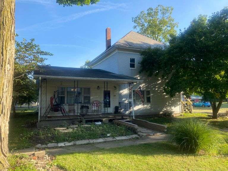 2 STORY HOME WITH GARAGE APARTMENT! NORTH MANCHESTER, IN