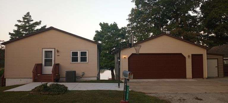 BEAUTIFUL RANCH HOME WITH LAKE FRONT VIEWS! KIMMELL, IN