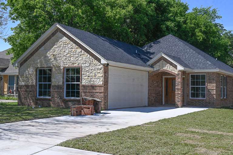 houses for sale near Lancaster TX