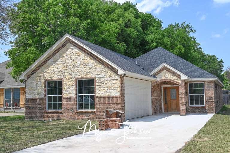 223 E Hammond Ave Lancaster Texas House Auction