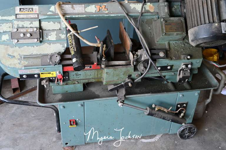 Mix Tools-Racks-Salvage Equipment-Metal Shelves Auction