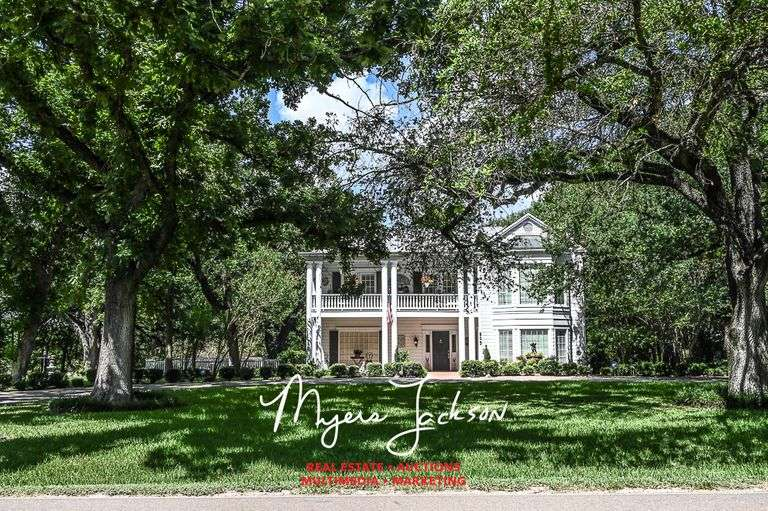 plantation style homes, Marlin TX real estate for sale