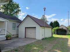 8 Rm, 3 Bdrm, 4 Garages, .56 Acres, South Shore, KY