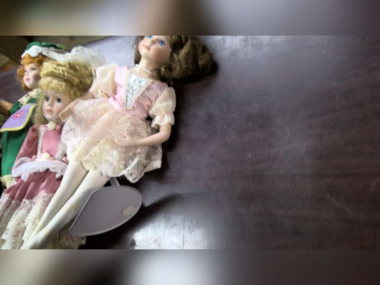DOLL COLLECTION, ONLINE AUCTION, $1.00 STARTS BID!!!!