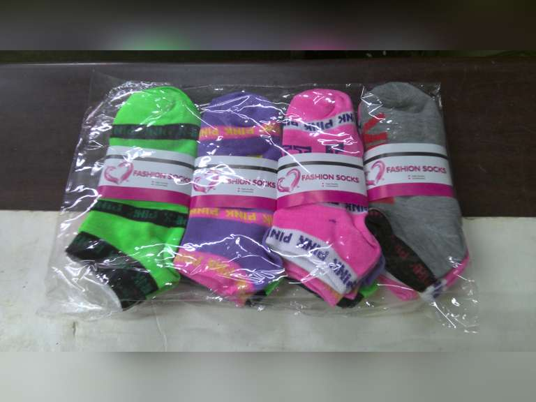 12 NEW PAIRS OF PINK SOCKS SIZE 9-11