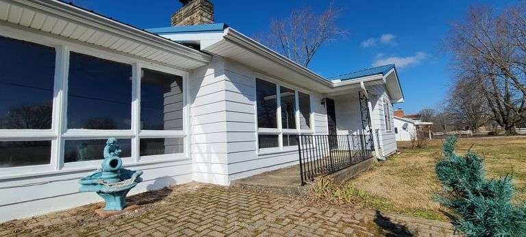 *SOLD* Ref 1445 - 15469 State Route 1, Lawrenceville, IL  62439