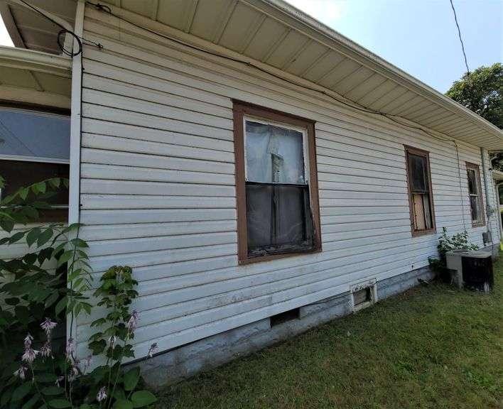 *SALE PENDING* Ref 1460 - 501 20th St., Lawrenceville, IL  62439