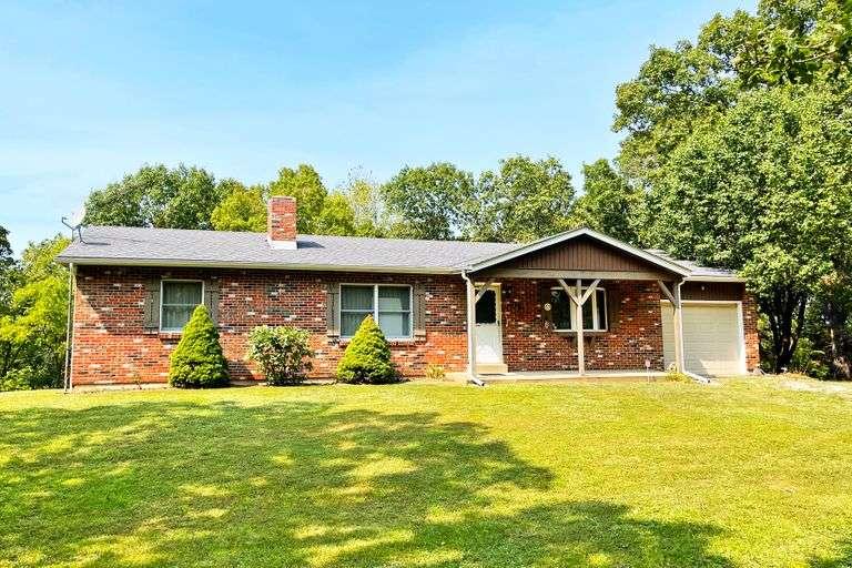 20.36 +/- Acres w/ Ranch Home near Hermann