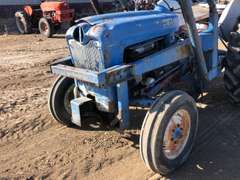 Ford 860 Tractor w/ loader