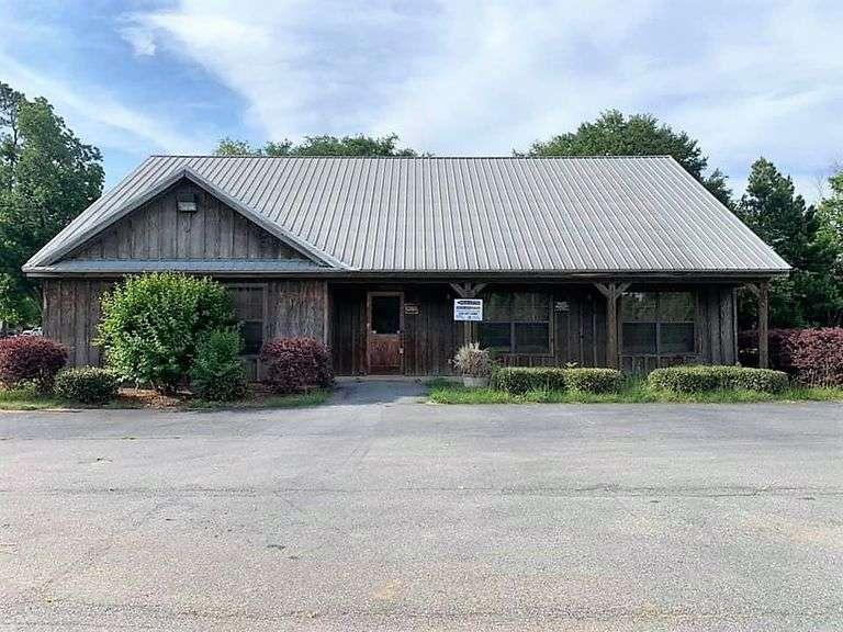 Former Pikes Landing Restaurant Morven, GA