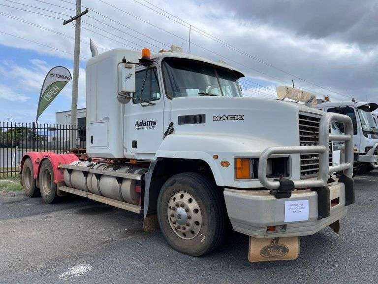 2000 Mack CH Series 435 Prime Mover