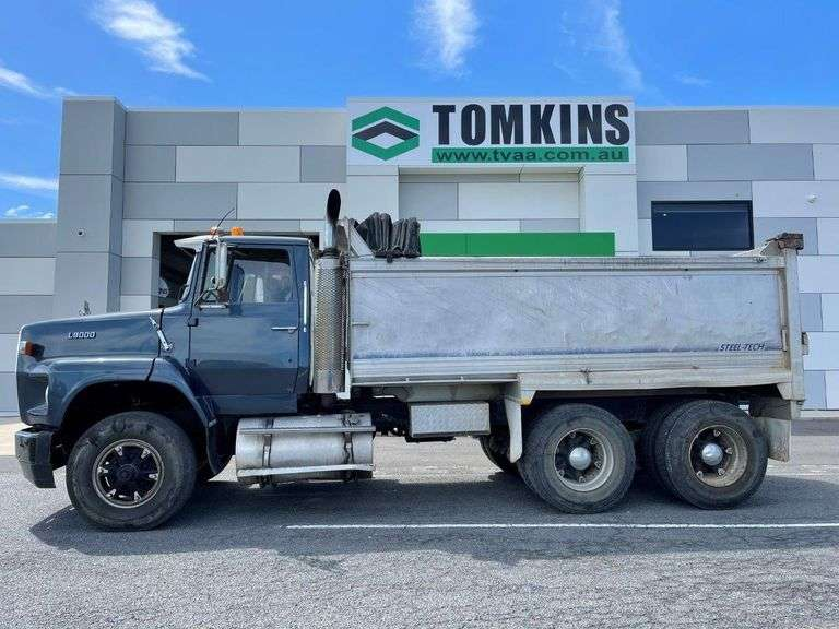 1988 Ford Louisvile L9000 Tipping Truck